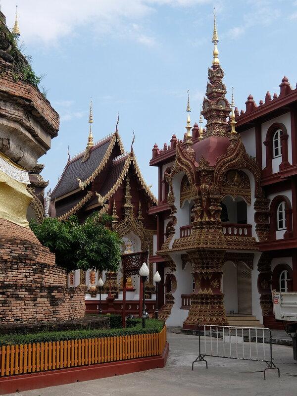 Чиангмай - Рядом со ступой