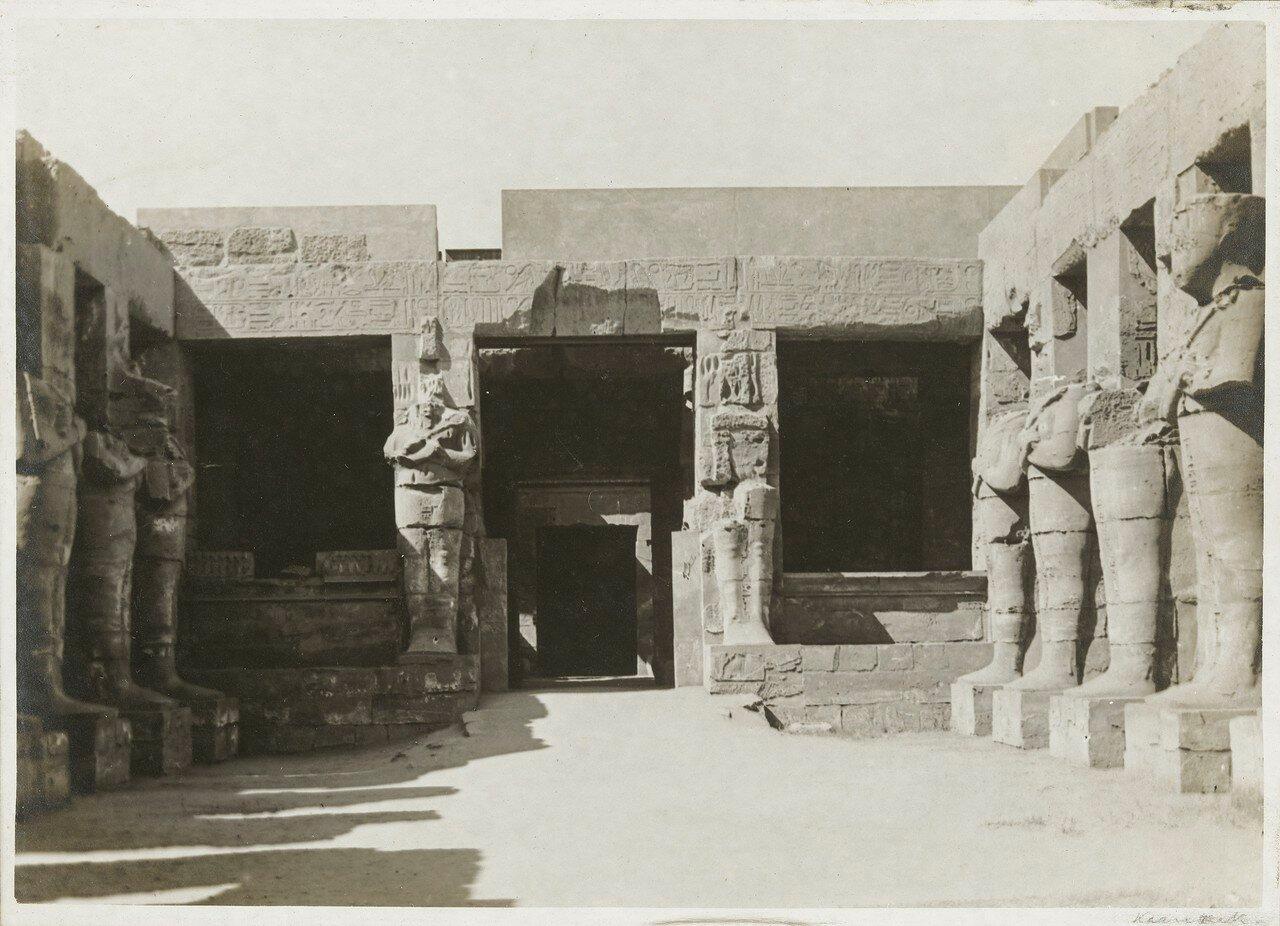 Карнак. Двор храма Рамсеса III