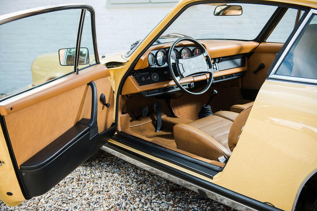 Porsche 911 S 2.7 Coupe Worldwide (911) '1973–75 3.jpeg