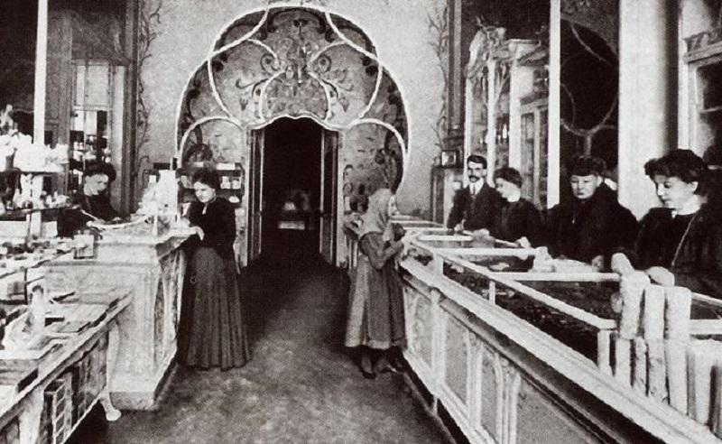 Интерьер одного из магазинов в Пассаже Солодовникова.