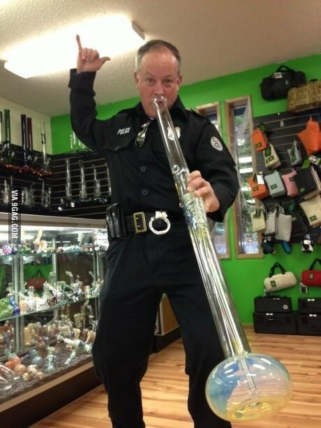 Полицейские во время дежурства наелись наркотиков, и СТАЛО СТРАШНО! )))