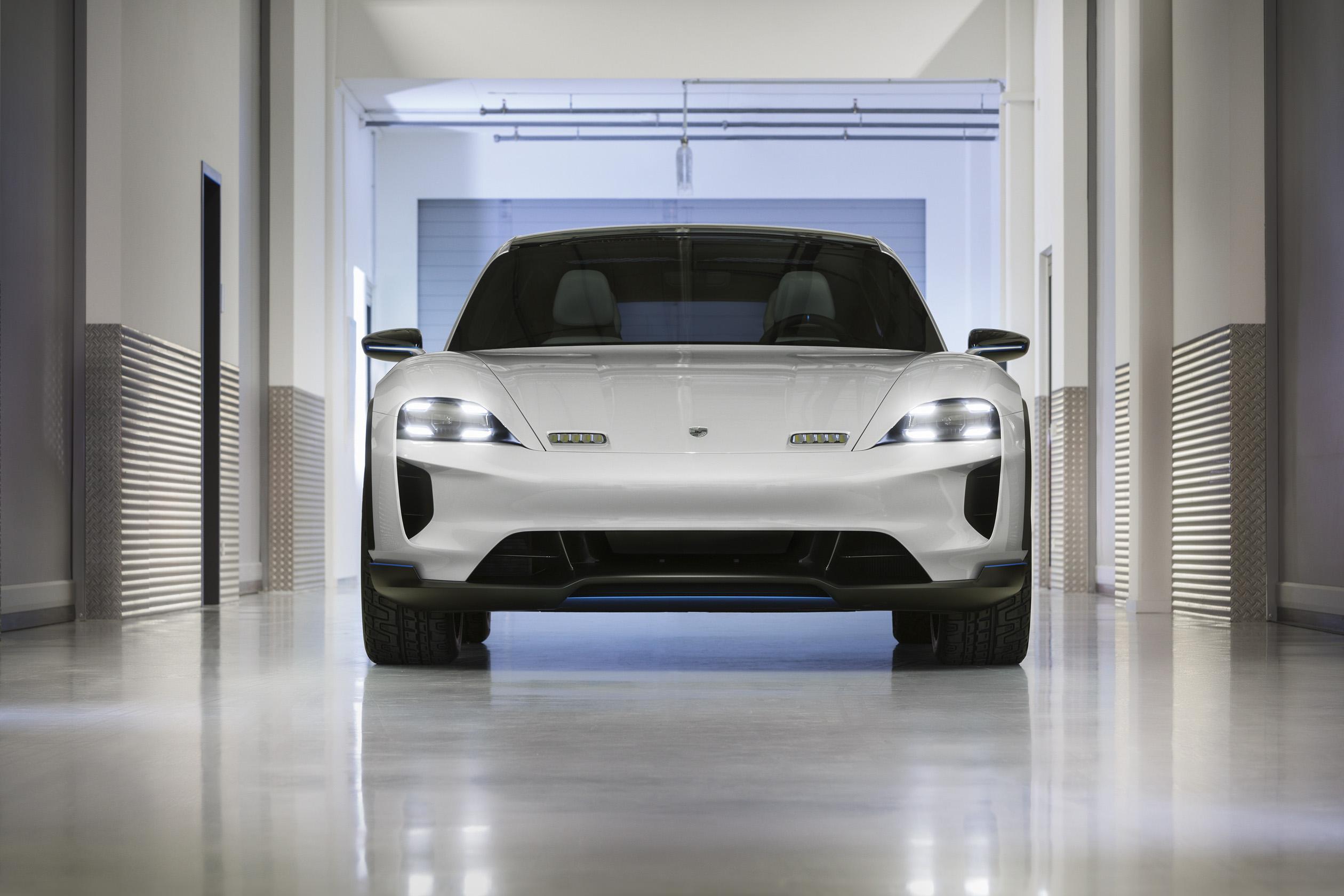 Электрический универсал от Porsche показали вЖеневе