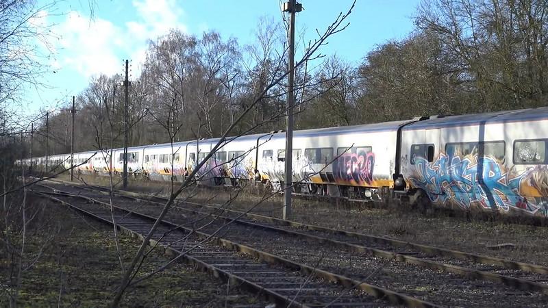 0 180c32 7fc74268 orig - Заброшенный поезд