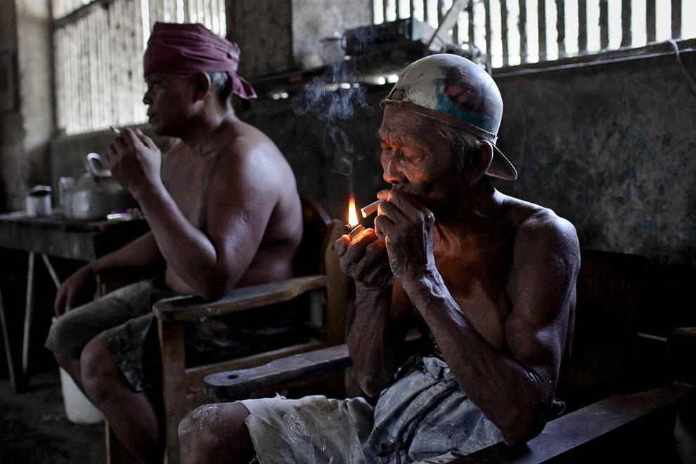 Вот он, настоящий ручной труд. (Фото Ulet Ifansasti   Getty Images):
