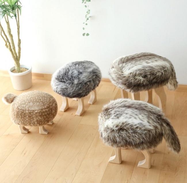 © japantrendshop     Покрытые искусственным мехом табуретки — отличная альтернат