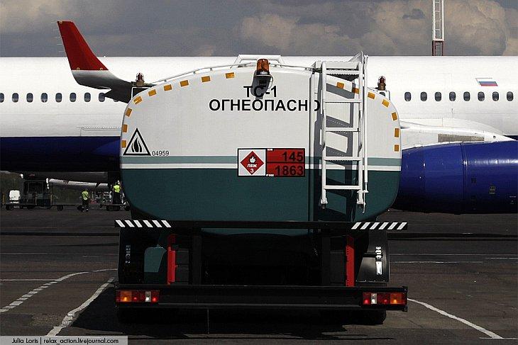 Одним из операторов по заправке воздушных судов в Домодедово, является Domodedovo Fuel Services — на