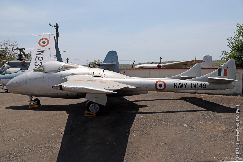 De_Havilland_T.55_Vampire_IN149_Indian_Navy_1_GOI.jpg