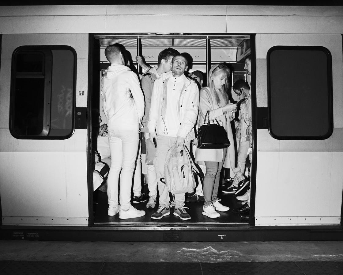 Capturing the darkness of the Paris metro with infrared photos (24 pics)