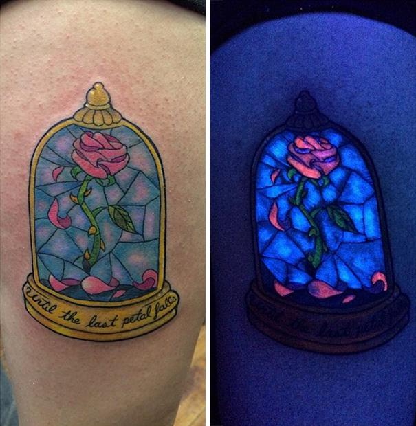 Tatuagens que brilham sob luz negra