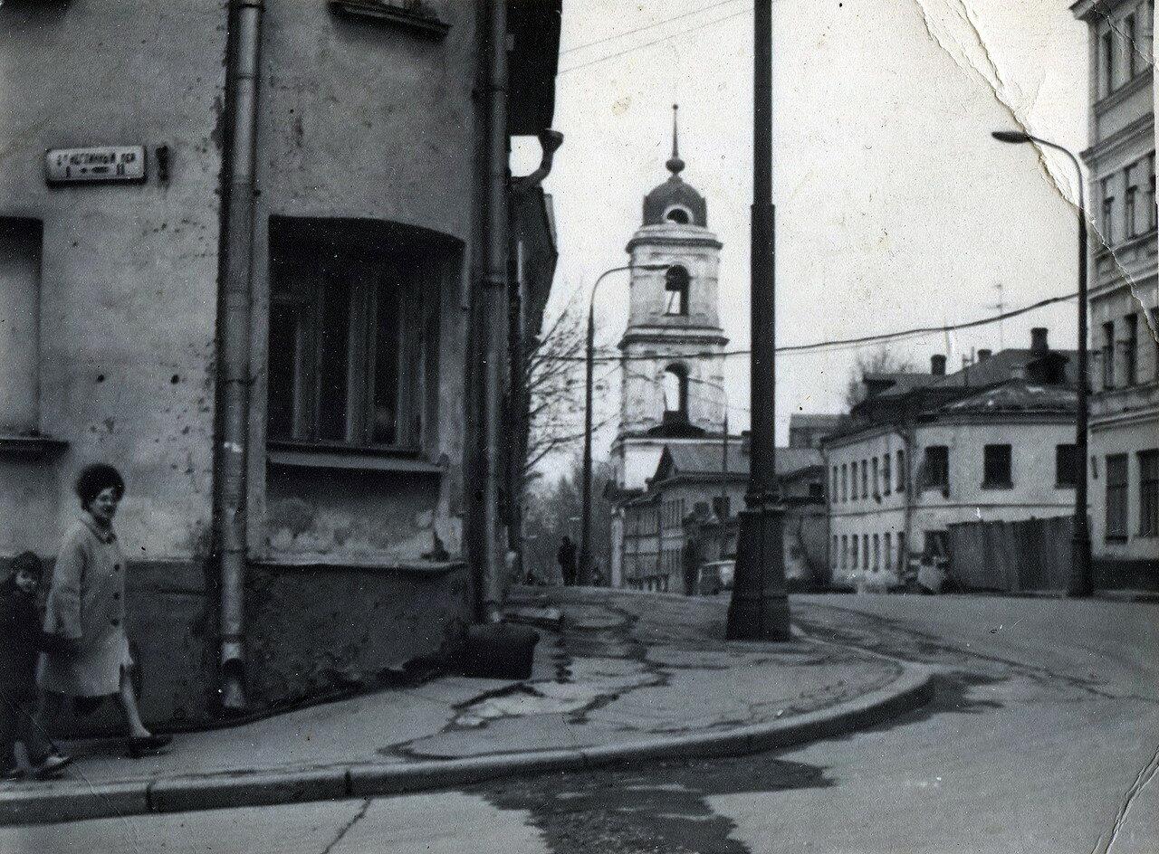 673121 Из 2-го Неглинного (Звонарского) переулка на улицу Жданова (Рождественку).jpg