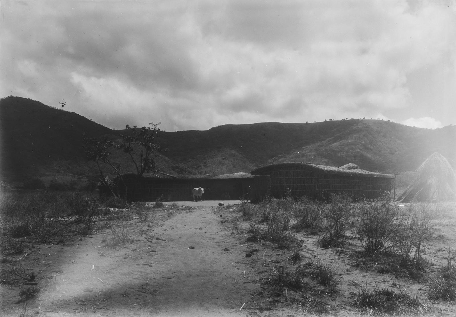 24. Район Морогоро. Поселение  вблизи гор Улугуру