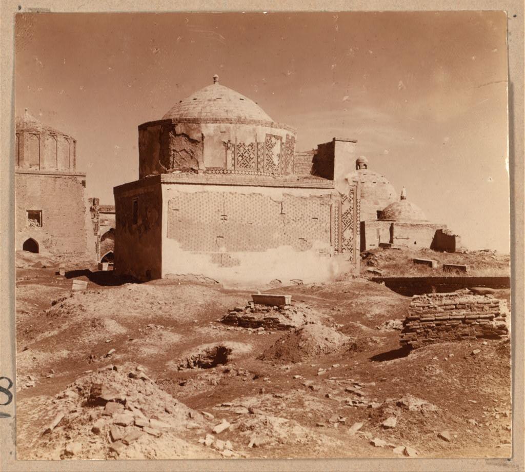 Гробница родственников Тамерлана. Мавзолей Усто Али Насафи. Общий вид с левой стороны