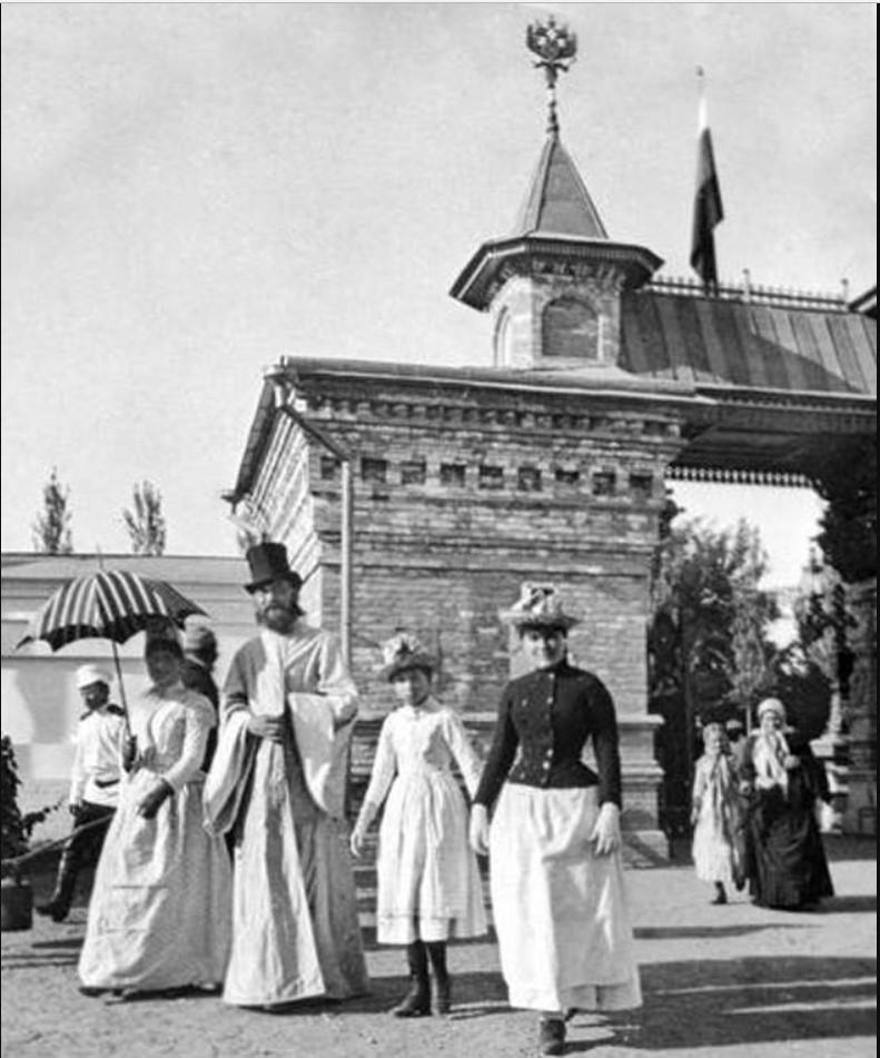 Городской сад. У входа на Туркестанскую выставку
