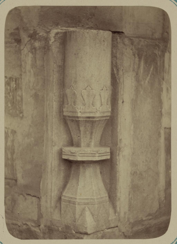 Медресе Надир Диван-Беги, соборная мечеть (мечеть джами). Основание колонны