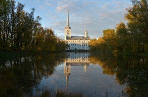В Петропавловском парке осень