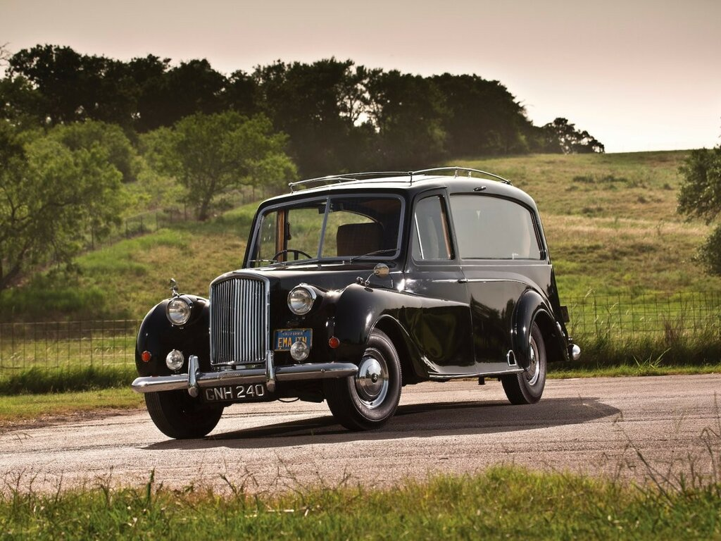 But Lennon purchased this 1956 Austin Princess for his personal use from a mortuary in Manchester in 1971.jpg
