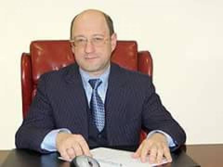 Вице-спикер российской Государственной Думы Александр Бабаков владеет значительной долей в