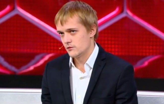 Сегодня сын парикмахера 23-летний Сергей Зверев – младший состоит в отношениях с женщиной мног