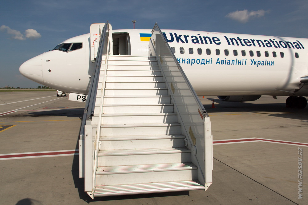 B-737_UR-PSJ_Ukraine_International_Airlines_1_KBP.JPG