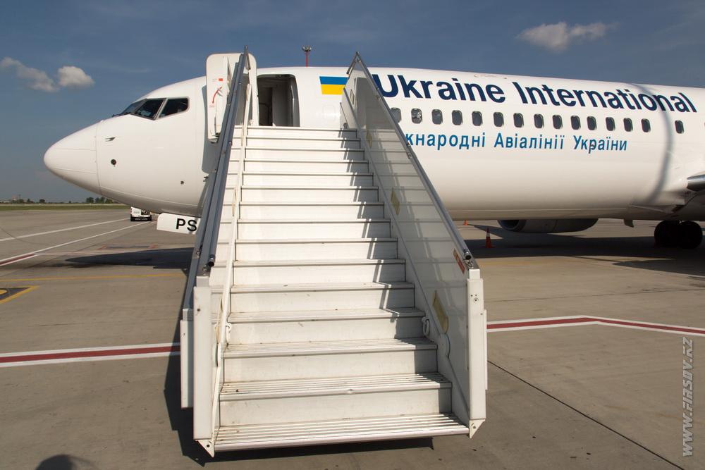 B-737_UR-PSJ_Ukraine_International_Airlines_1_KBP.JPG