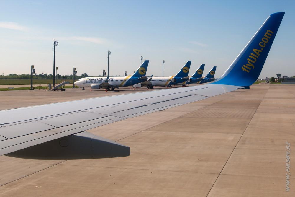B-737_UR-PSD_Ukraine_International_Airlines__ALA_ .JPG