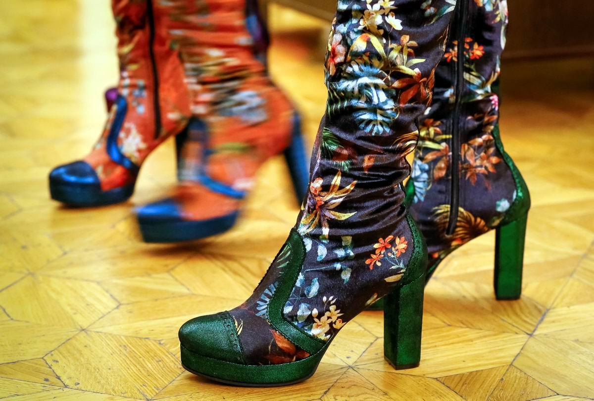 А у меня сапожки в аленьких цветочках: Последний писк современной казахской моды