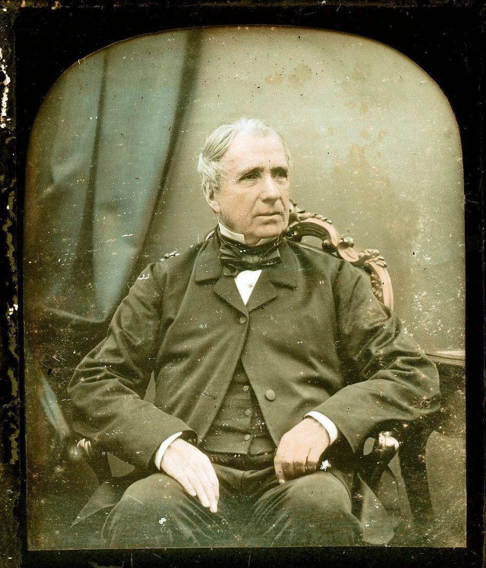 1851. Сидящий джентльмен