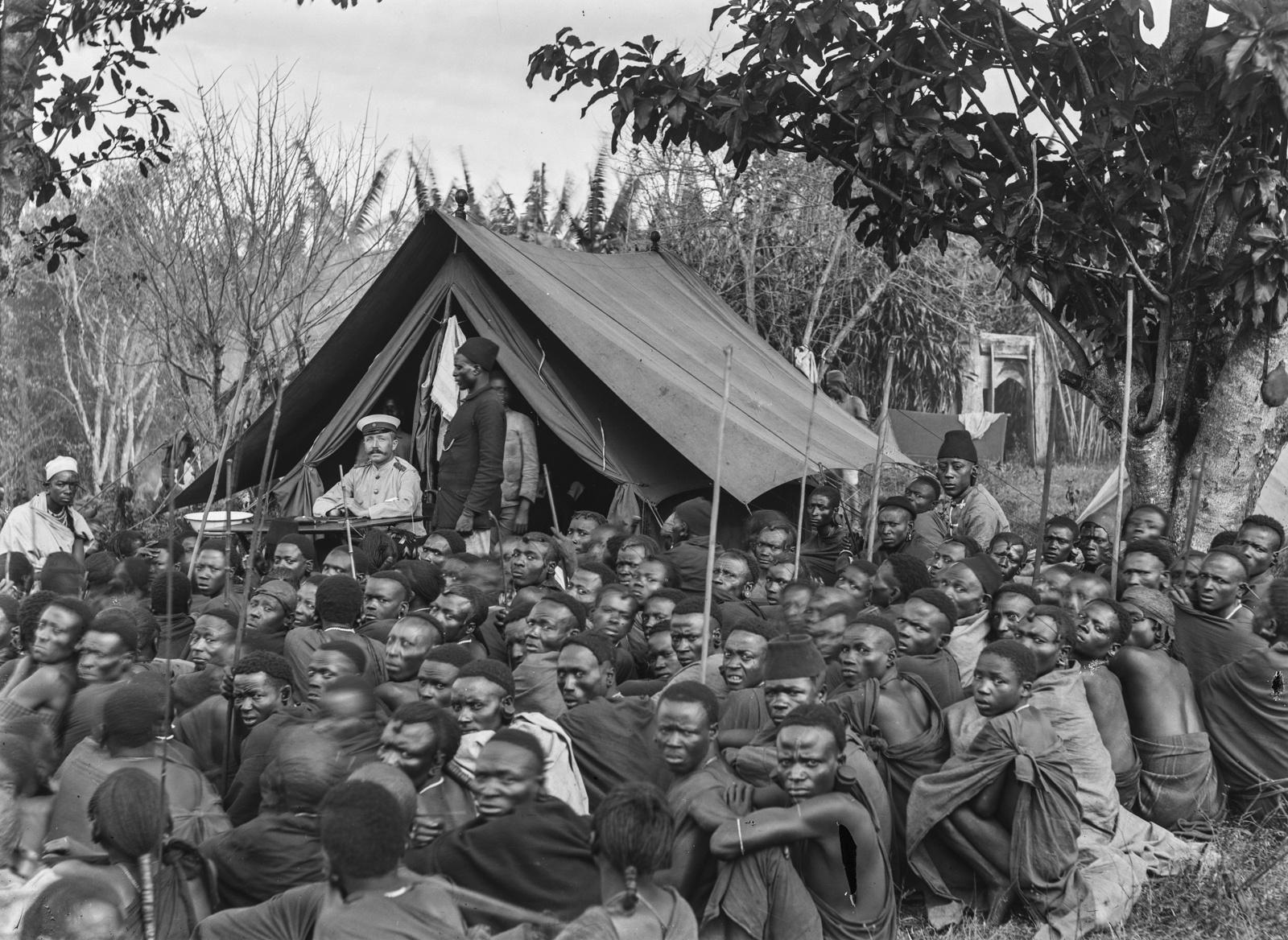 175. Встреча мужчин чагга с капитаном Куртом Йоханнесом