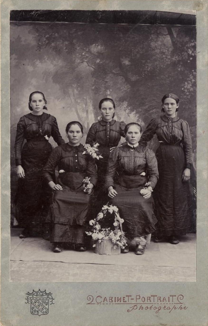Сестры Щербаковы из села Хомутово