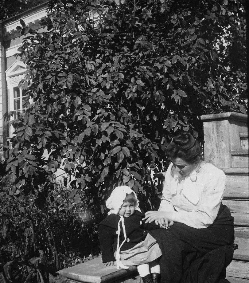 13. Нина Владимировна с девочкой