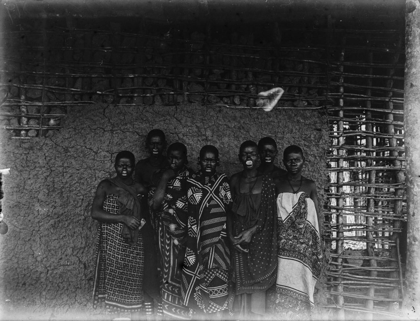 59. Групповой портрет женщин маконде