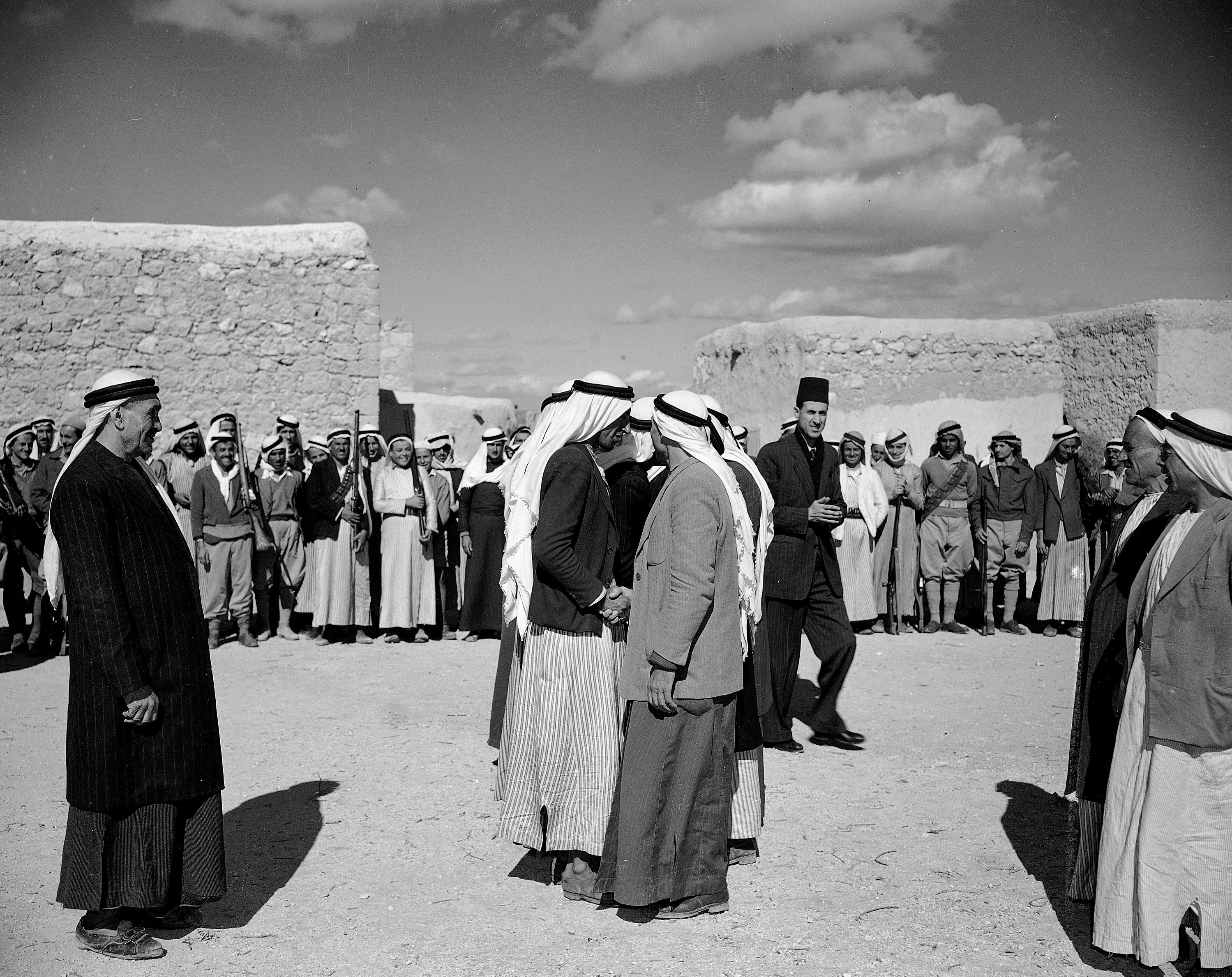Две враждующие арабские семьи объявляют конец кровавой вражды между ними, подчиняясь указам местных арабских властей о том, что всякая вражда между арабами должна прекратиться до тех пор, пока не прекратится «большая вражда арабов против евреев». 31 марта