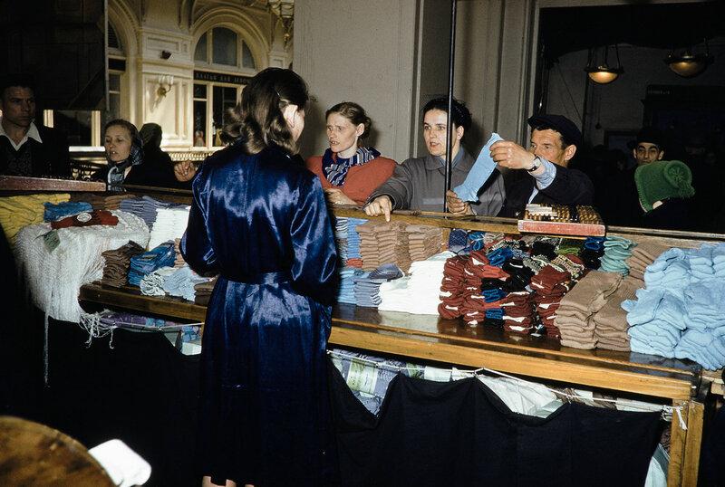 1959 Носки в Москве. Harrison Forman.jpg