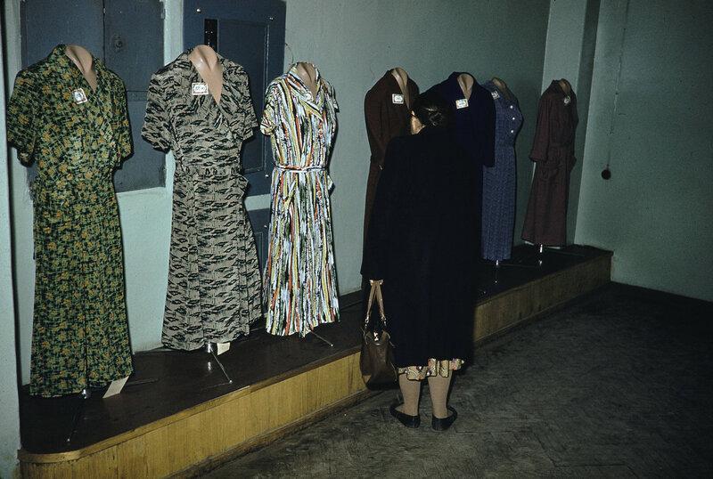 1959 Одежда в Москве. Harrison Forman2.jpg