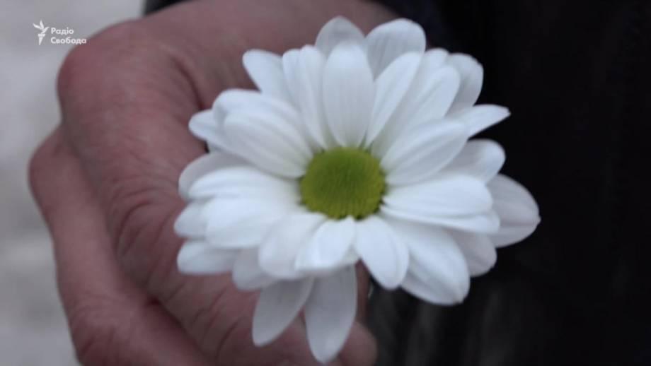 В День борьбы с туберкулезом в Запорожье раздавали белые цветы (видео)