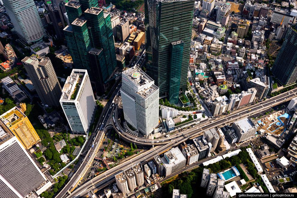53.  Подвесной мост Тюо-Охаси  в токийском районе Тюо был спроектирован французскими