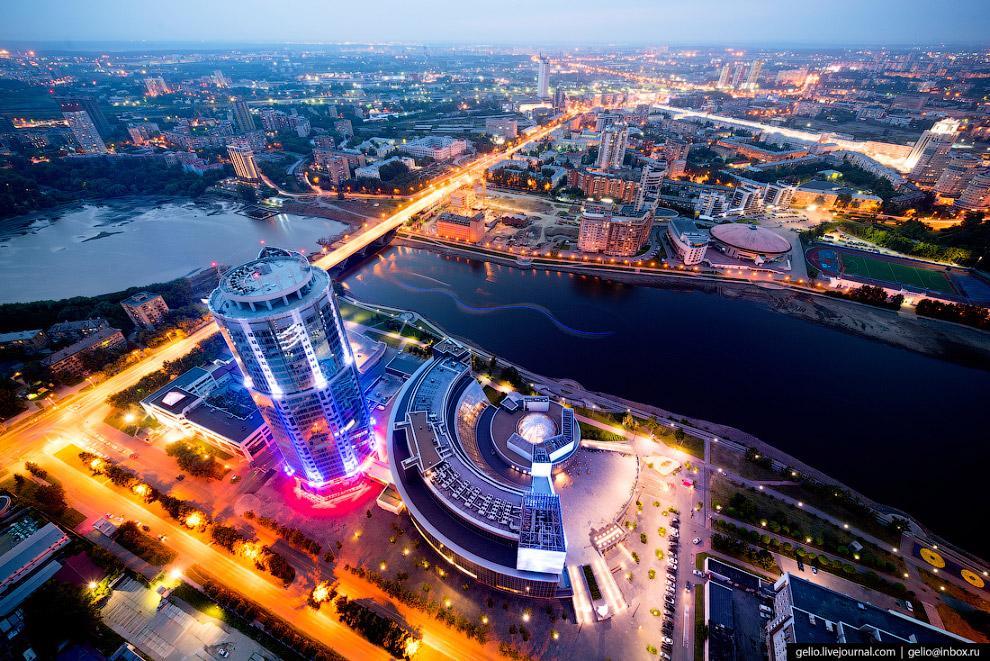 18.  «Ельцин-Центр»  — деловой, общественный и культурный центр, открытый в 2015 году