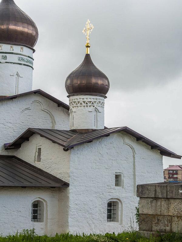Построена в 1542 г. Действует.