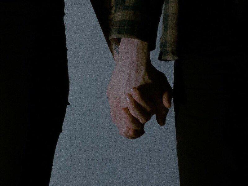 Держи мою руку  (Hold my hand) 7.jpg автор Obsessed with hands (одержимый руками)