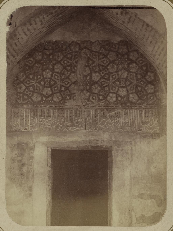 Мавзолей эмира Тимура Курагана (Гур-Эмир). Надпись над дверью в коридоре