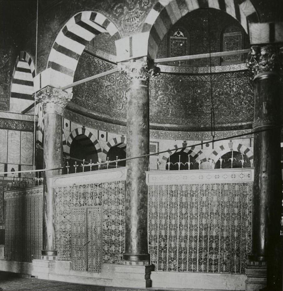 Иерусалим. Интерьер мечети Омара, левая сторона ротонды