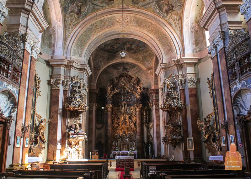 Интерьер Кармелитской церкви в Секешфехерваре