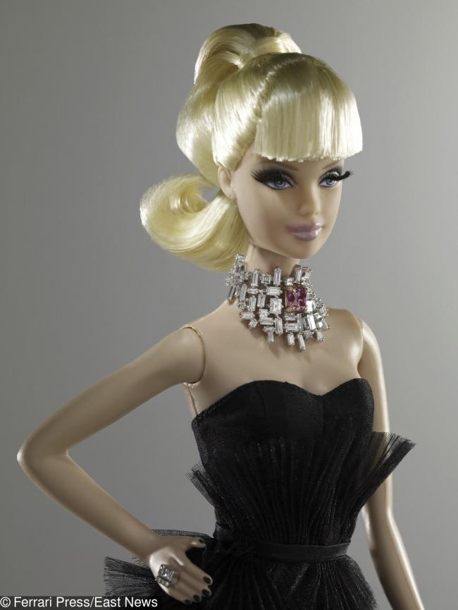 © EAST NEWS  Одна изсамых дорогих кукол Барби напланете была продана нааукционе вСиднее в