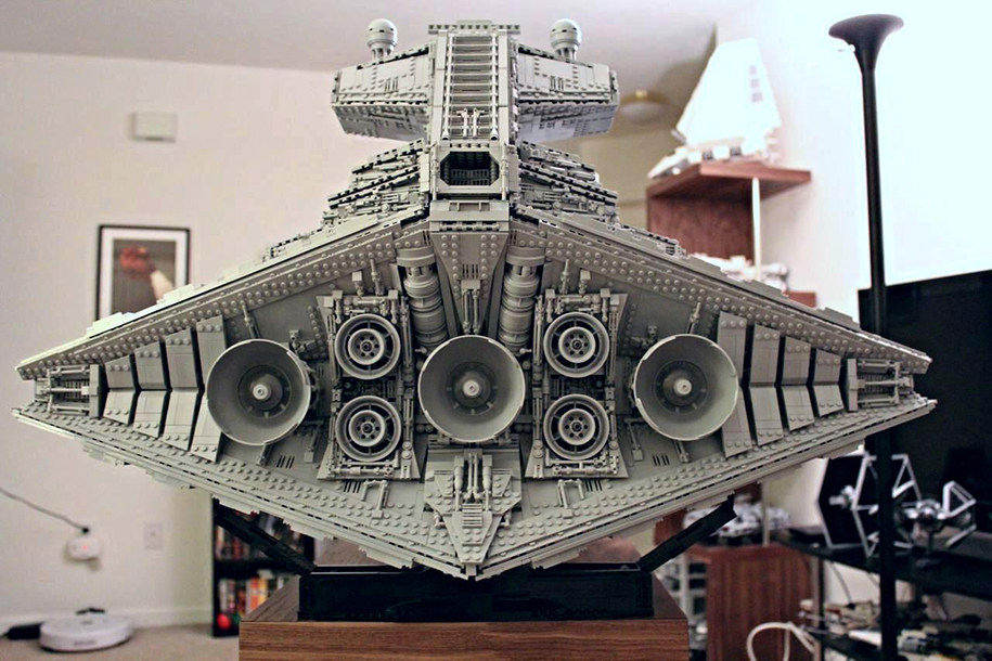 """Фанат """"Звёздных войн"""" построил из LEGO почти полутораметровый макет крейсера"""