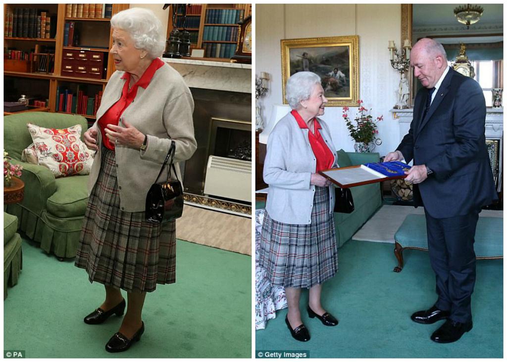 Ее Величество не стесняется показываться на официальных приемах в одной и той же одежде: слева — фот