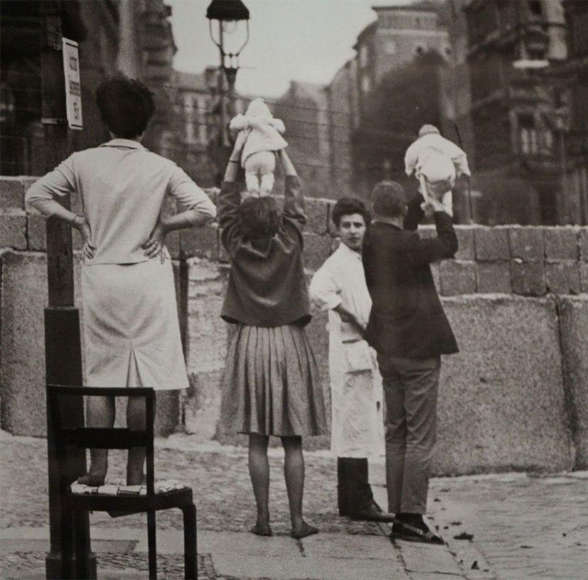 1934 год, Нью Йорк, акробаты на Эмпайер-стейт-билдинг.