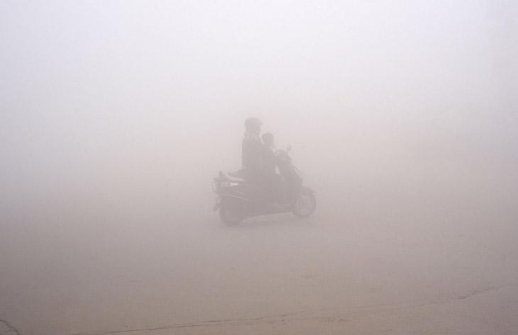 1. Скачок показателей загрязнения воздуха в Дели произошел в ночь на 7 ноября. (Фото Sajjad Hussain)