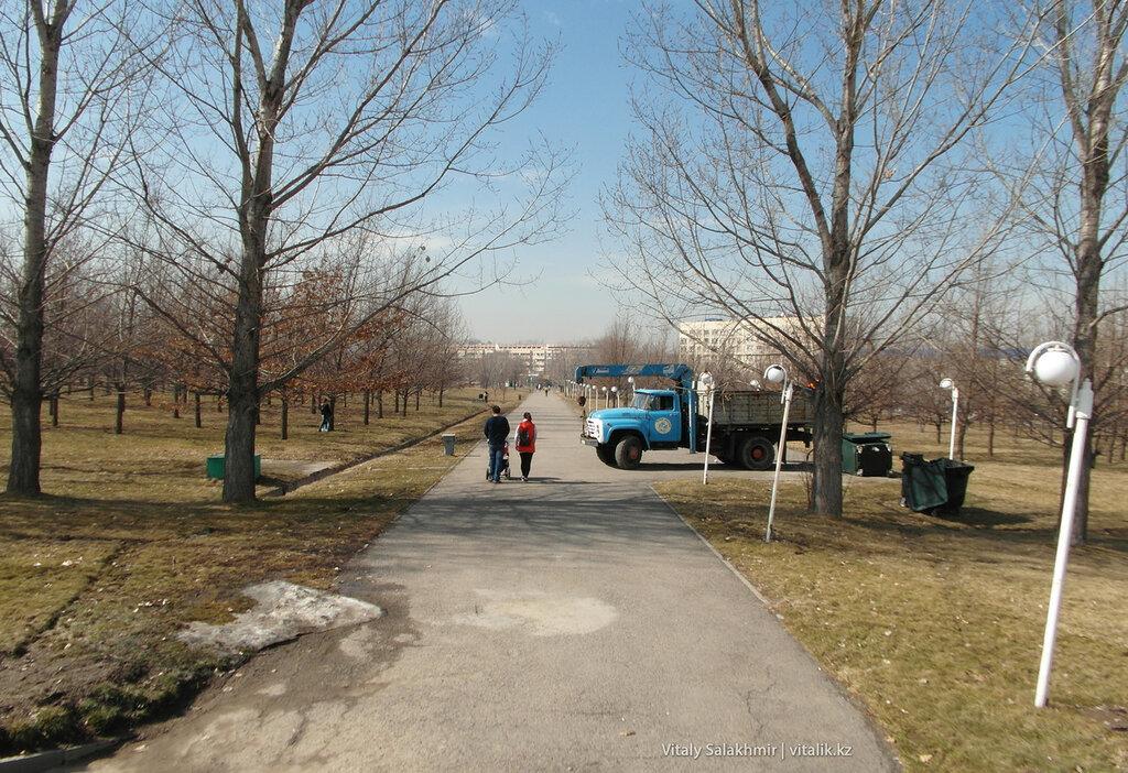 Весенние работы в парке.