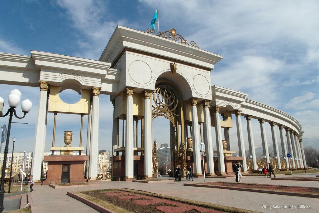 Вход в Парк Первого Президента изнутри.