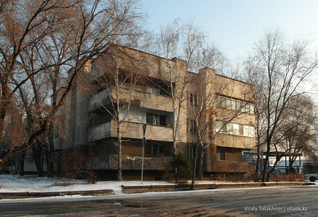 Дом в стиле конструктивизма.